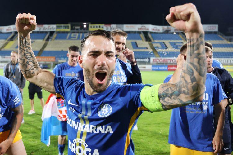 Lani je bil za najboljšega nogometaša sezone 2019/20 razglašen Mitja Lotrič